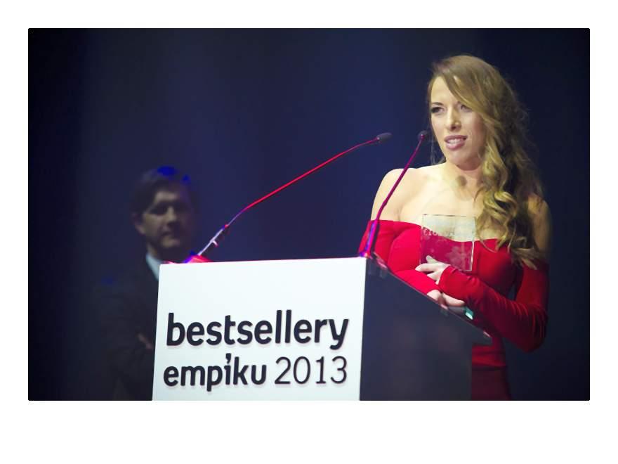 Ewa Chodakowska odbiera nagrodę w kategorii poradnik (2)-006-2014-02-06 _ 14_58_12-75