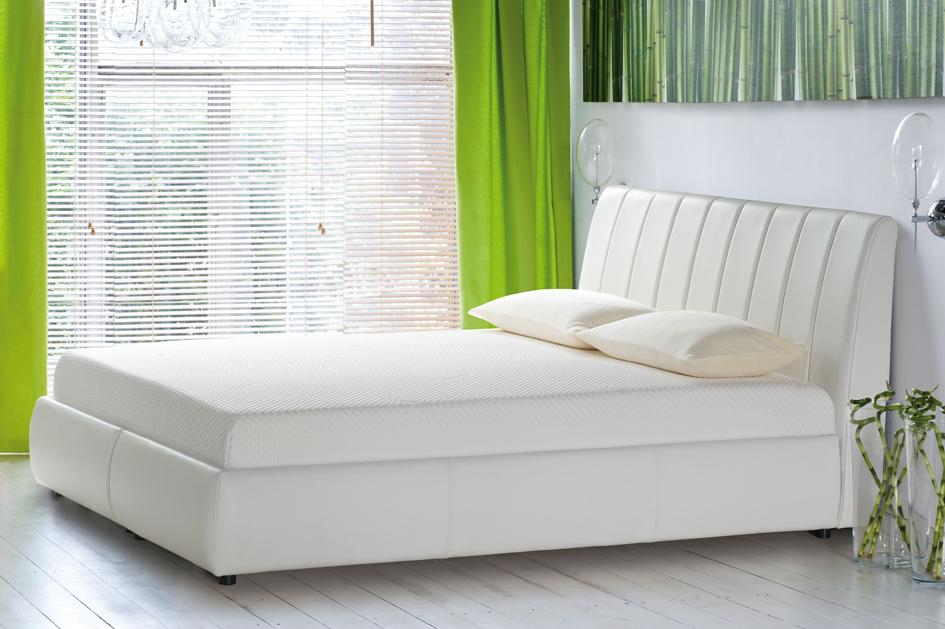 Surowy, modernistyczny wystrój, romantyczna sypialnia z modnymi dodatkami w stylu glamour, a może wytworne, dekorowane antykami wnętrze?